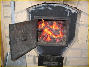 Уголь в печи для отопления дома и коттеджа